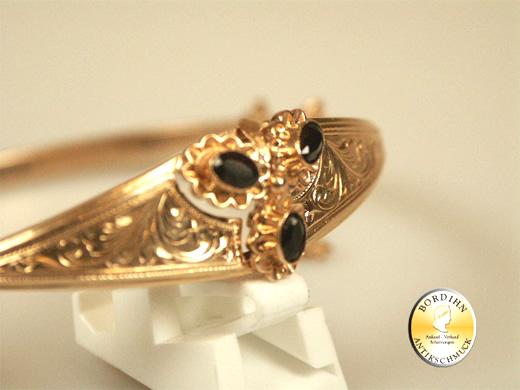 Armreif; 14 Karat Gold mit Onyx, um 1900 hergestellt