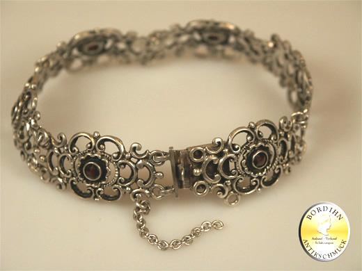 Armband; 835 Silber, Tracht, Granat, um 1970