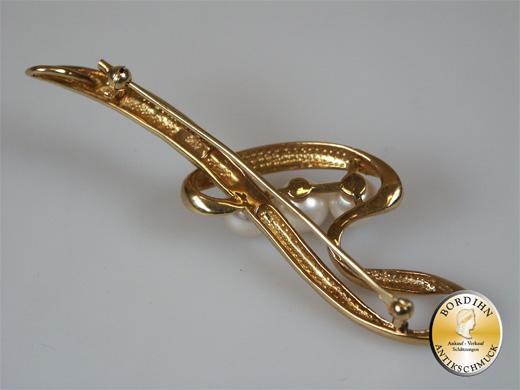 Brosche; 18 Karat Gold mit drei Perlen, um 1960