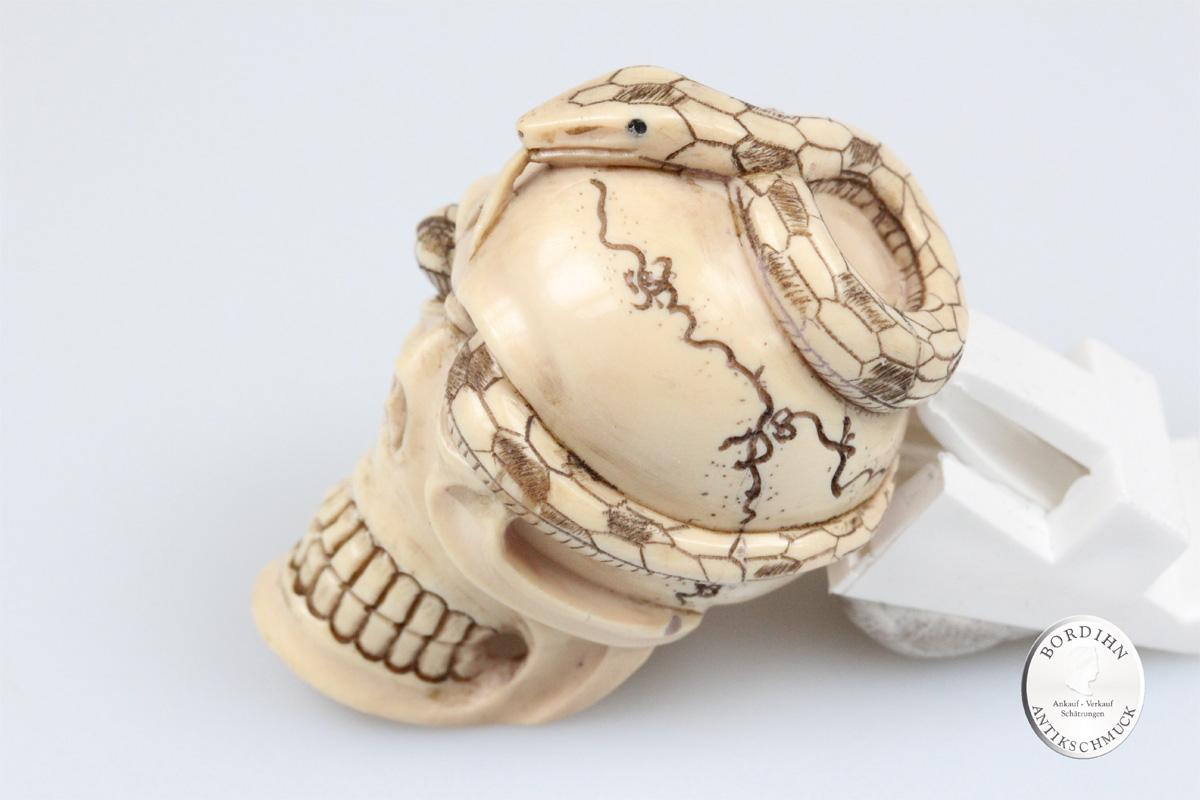 Figur Mammut Elfenbein Netsuke Totenkopf Schlange Skulptur Handarbeit