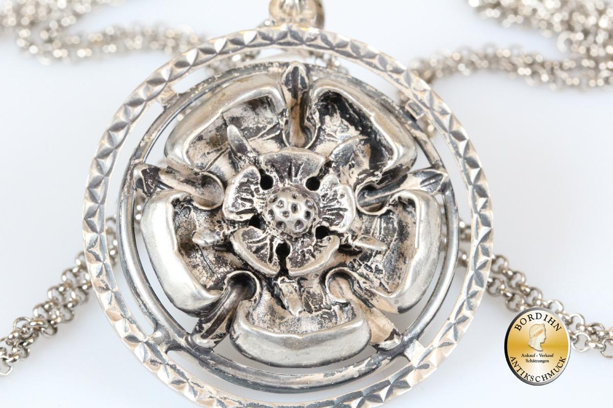 Anhänger; Silber, mit Kette, antik