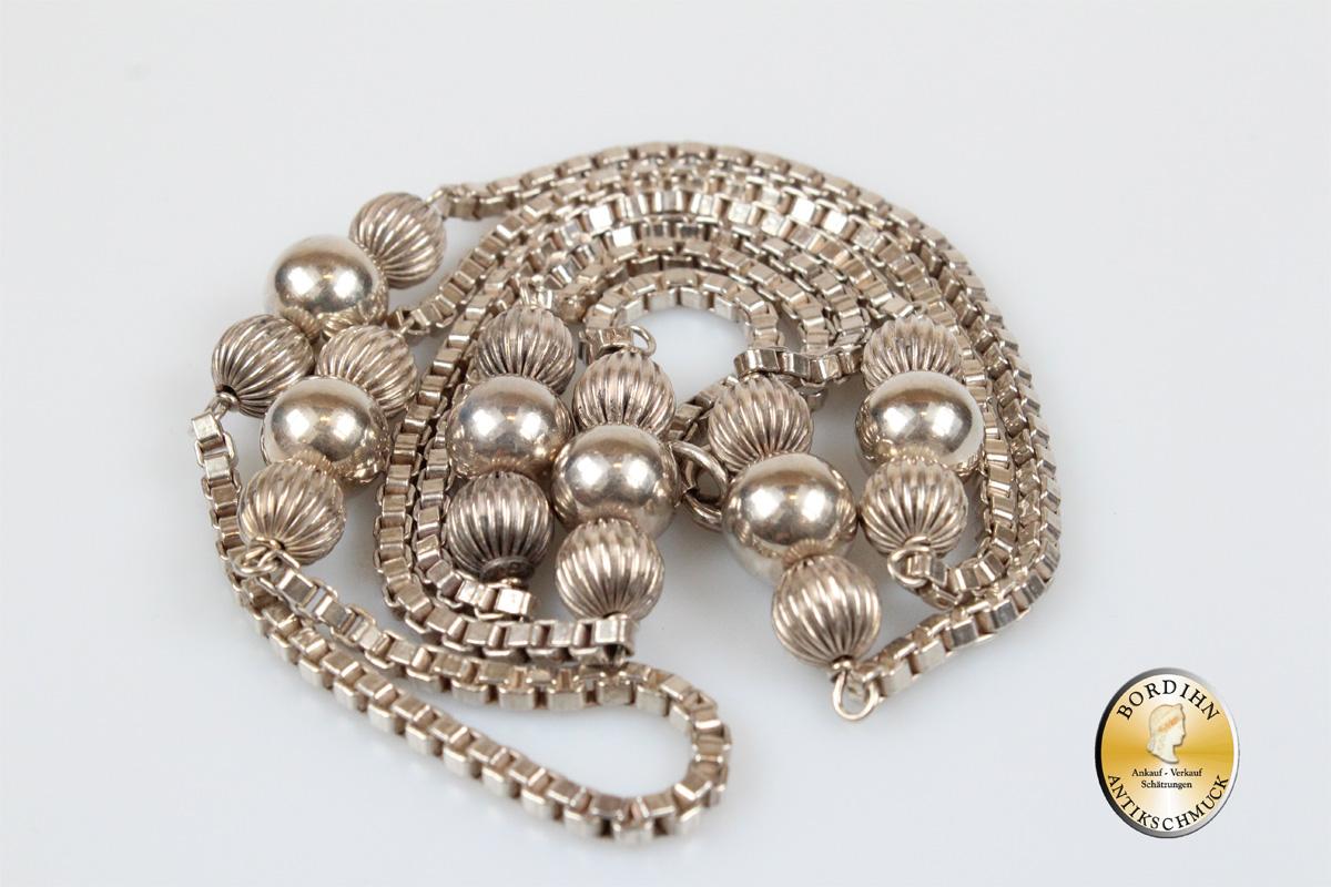 Halskette; Silber, mit Silberkugel