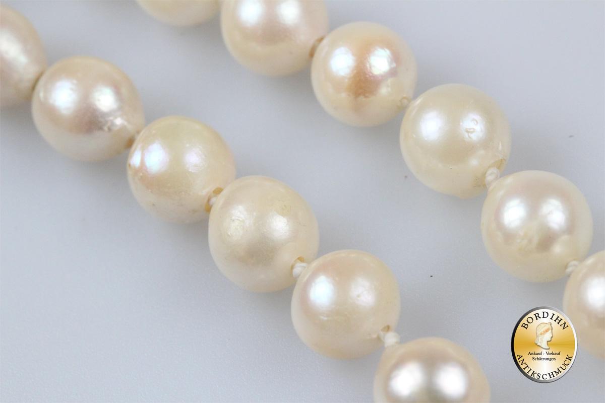 Perlenkette; Schloß 18 Karat Weissgold mit Rubinen
