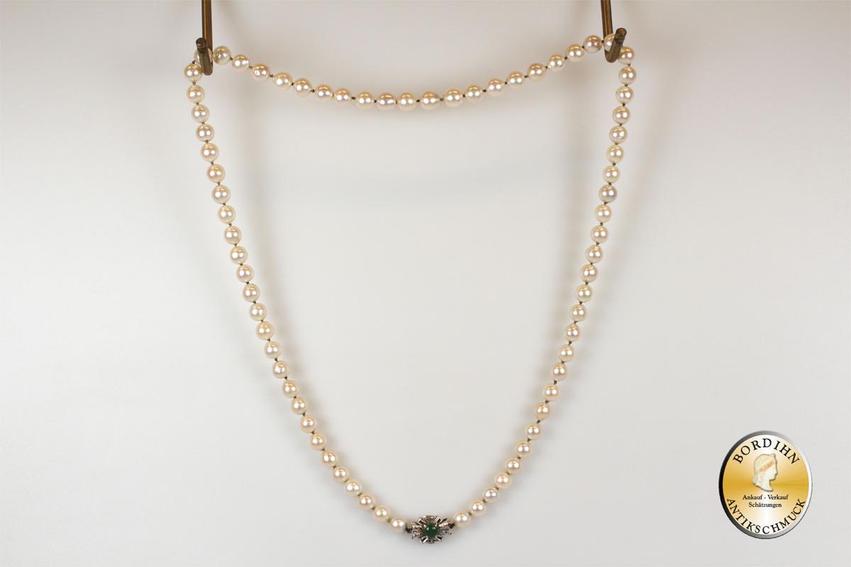 Perlkette; Schloß 14 Karat Gold mit Smaragd