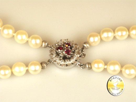 Perlkette; zweireihig, Schloß 14 Karat Gold, 3 Rubine