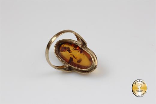 Ring; 8 Karat Gold mit Bernstein, Schiffchenring