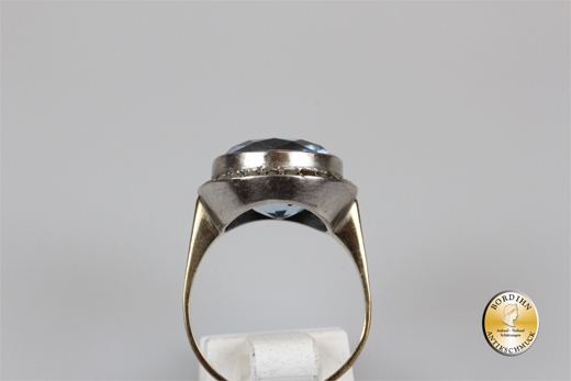 Ring; 8 Karat Gold, 1 synthetischer Spinell