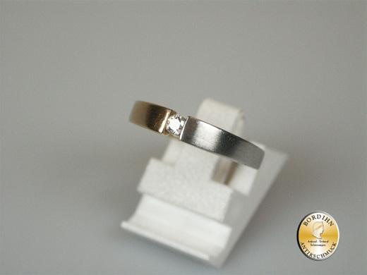 Ring; 14 Karat Gelb- und Weissgold mit einem Brillanten