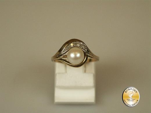 Ring; 8 Karat Gold mit Perle, um 1970
