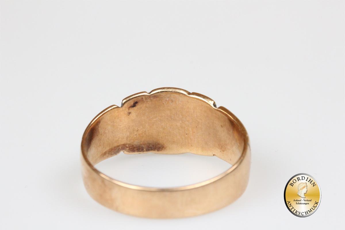 Bandring; 14 Karat Gold, mit einem Saphir