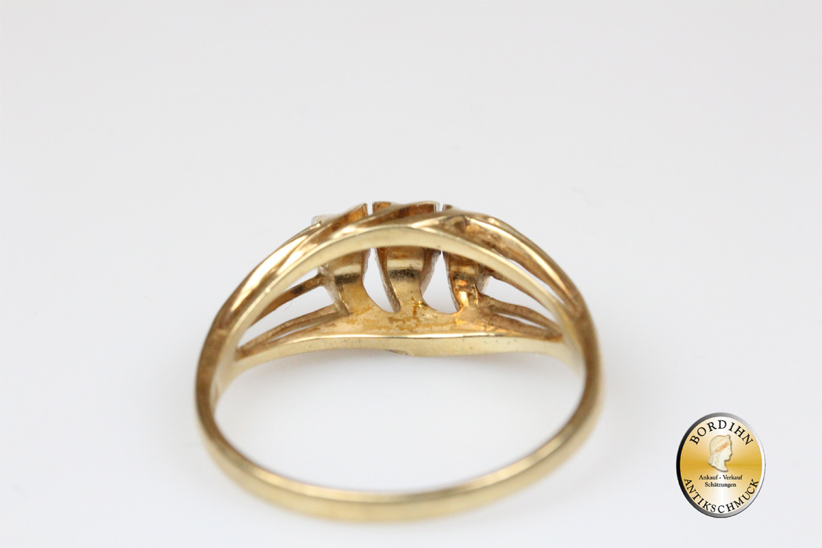 Ring; 14 Karat Gold, 3 Brillanten, ca.1950