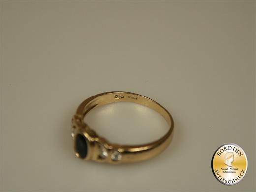 Ring; 18 Karat Gold mit Saphir und Brillanten, um 1980