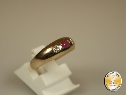 Ring; 14 Karat Gold mit Rubin und 2 Brillanten, um 1920