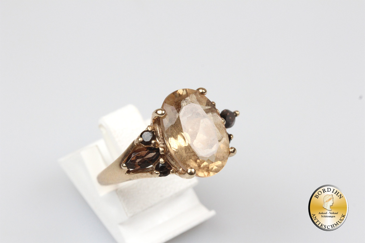 Ring; 8 Karat Gold, Goldopas, Granat