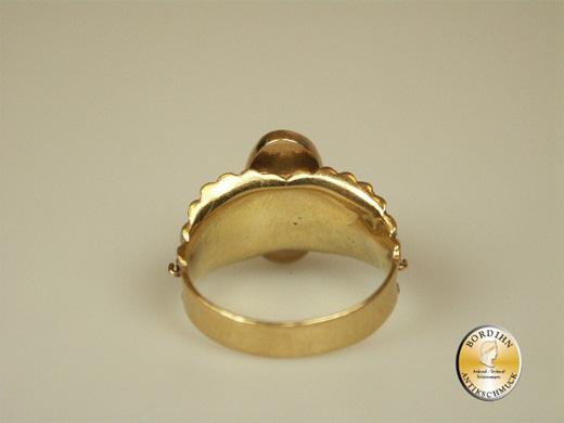 Ring; 18 Karat Gold mit einem Türkis und 4 Perlchen