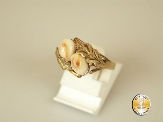 Ring; 14 Karat Gold mit zwei Grandel