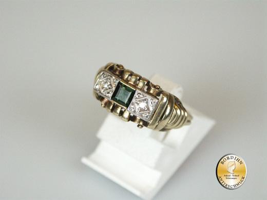 Ring; 14 Karat Gold mit zwei Brillantsplittern und Turmalin