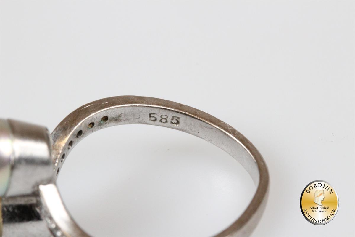 Ring; 14 Karat Weißgold mit zwei Perlen und Brillanten