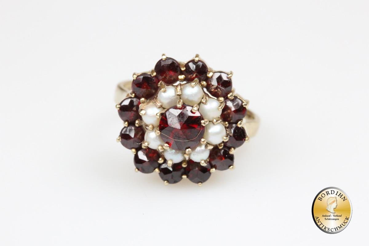Ring: 8 Karat Gold, Granat und Perlchen