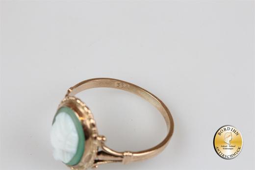 Ring; 8 Karat Gold mit Gemme, antik