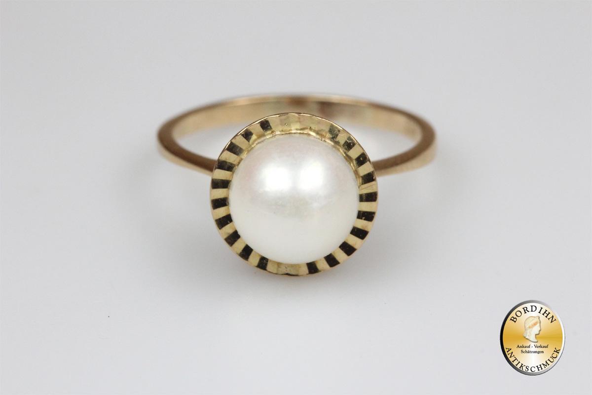 Ring; 18 Karat Gold, 1 Perle