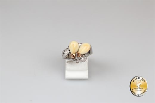 Ring; 14 Karat Weißgold mit zwei Grandel