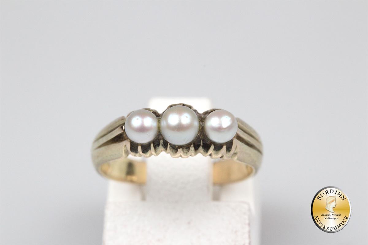 Ring; 14 Karat Gold, mit drei Perlen
