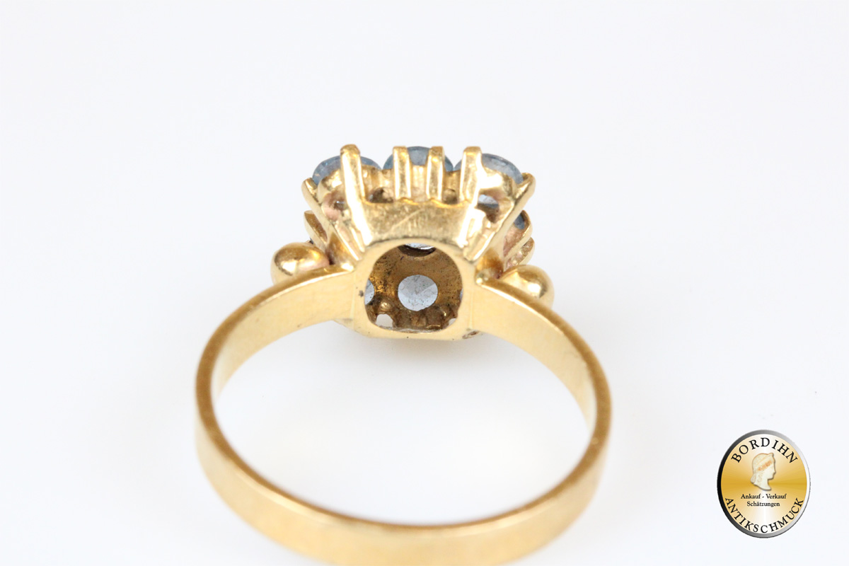Ring; 18 Karat Gold, Spinell