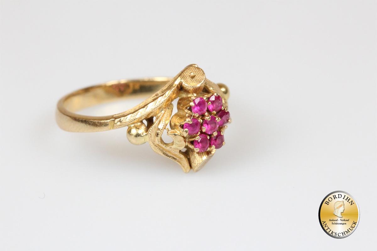 Ring; 18 Karat Gold, Rubin