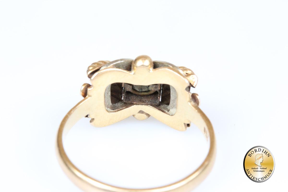 Ring; 18 Karat Gold, Farbstein