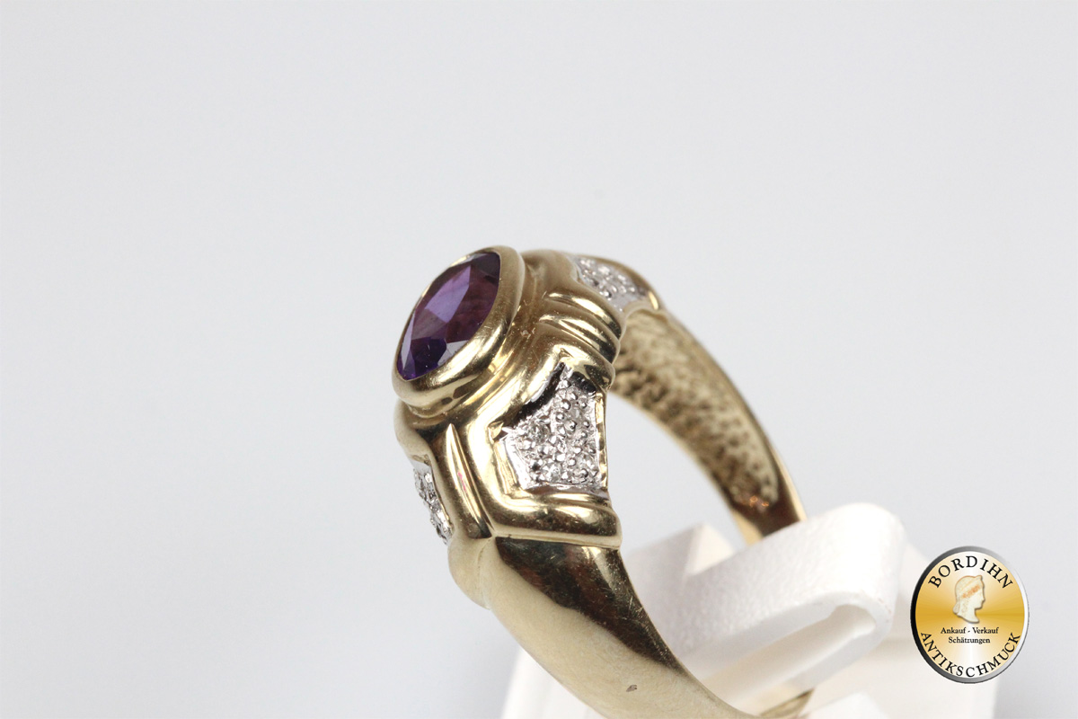 Ring; 9 Karat Gold, Amethyst