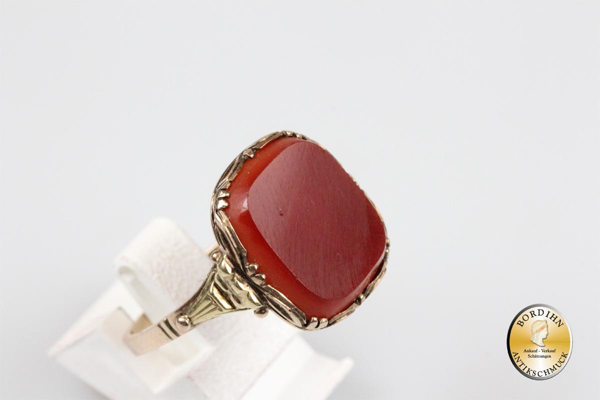 Ring; 8 Karat Gold, Karneol, antik
