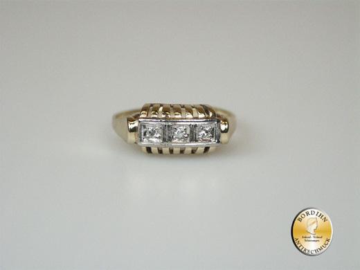 Ring; 14 Karat Gold, 3 Brillanten, antik