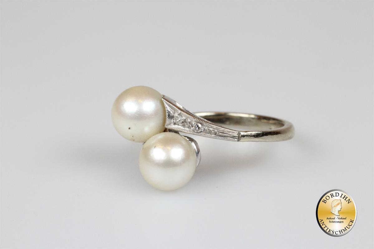 Rring; 18 Karat Weißgold, Perlen und Diamanten
