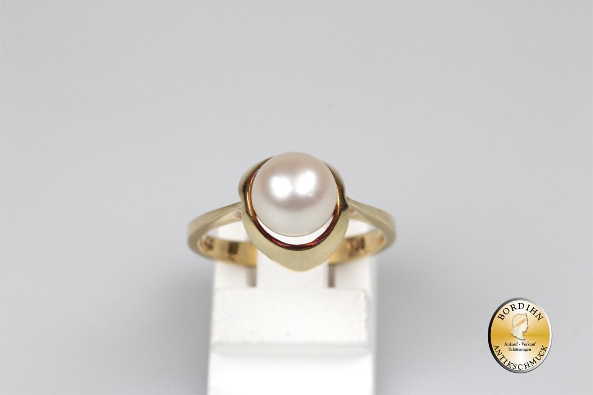 Ring; 14 Karat Gold mit einer Perle