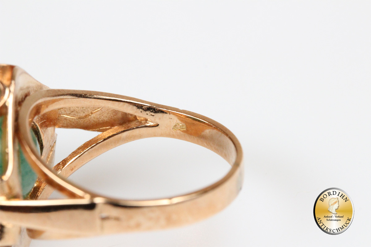 Ring; 14 Karat Gold und einem Jadestein