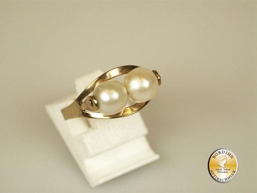 Ring; 8 Karat Gold, 2 Perlen horizontal