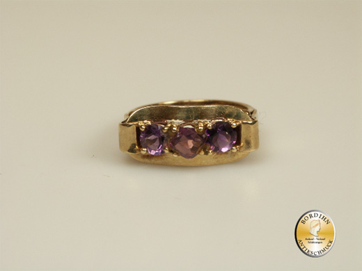 Ring; 14 Karat Gold, 3 Amethyste