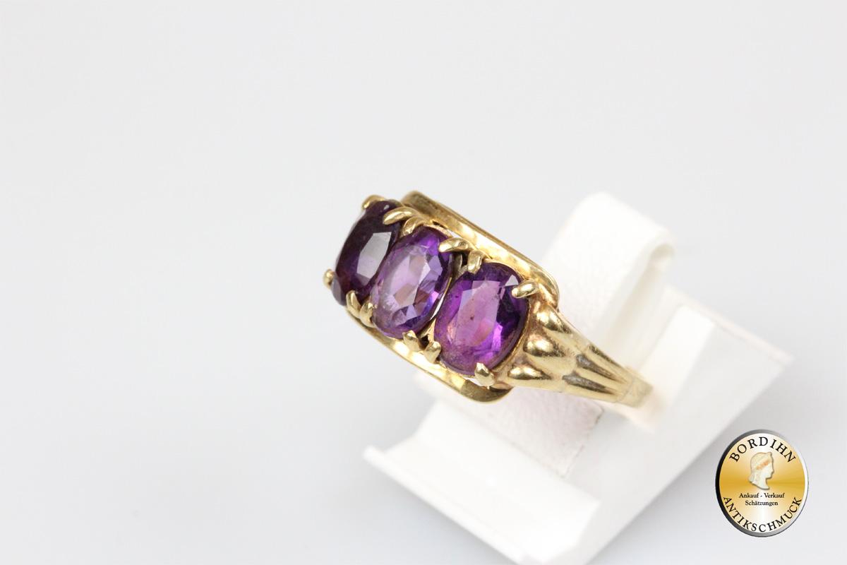 Ring; 14 Karat Gold mit drei mal Amethyst