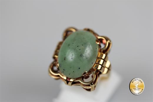 Ring; 14 Karat Gold, Jade Cabochon, um 1900
