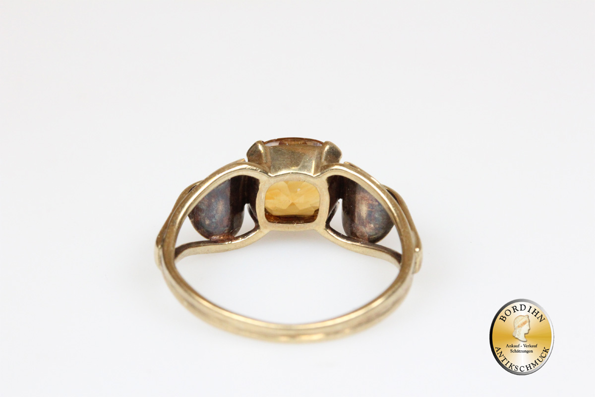 Ring; 8 Karat Gold, 1 Topas