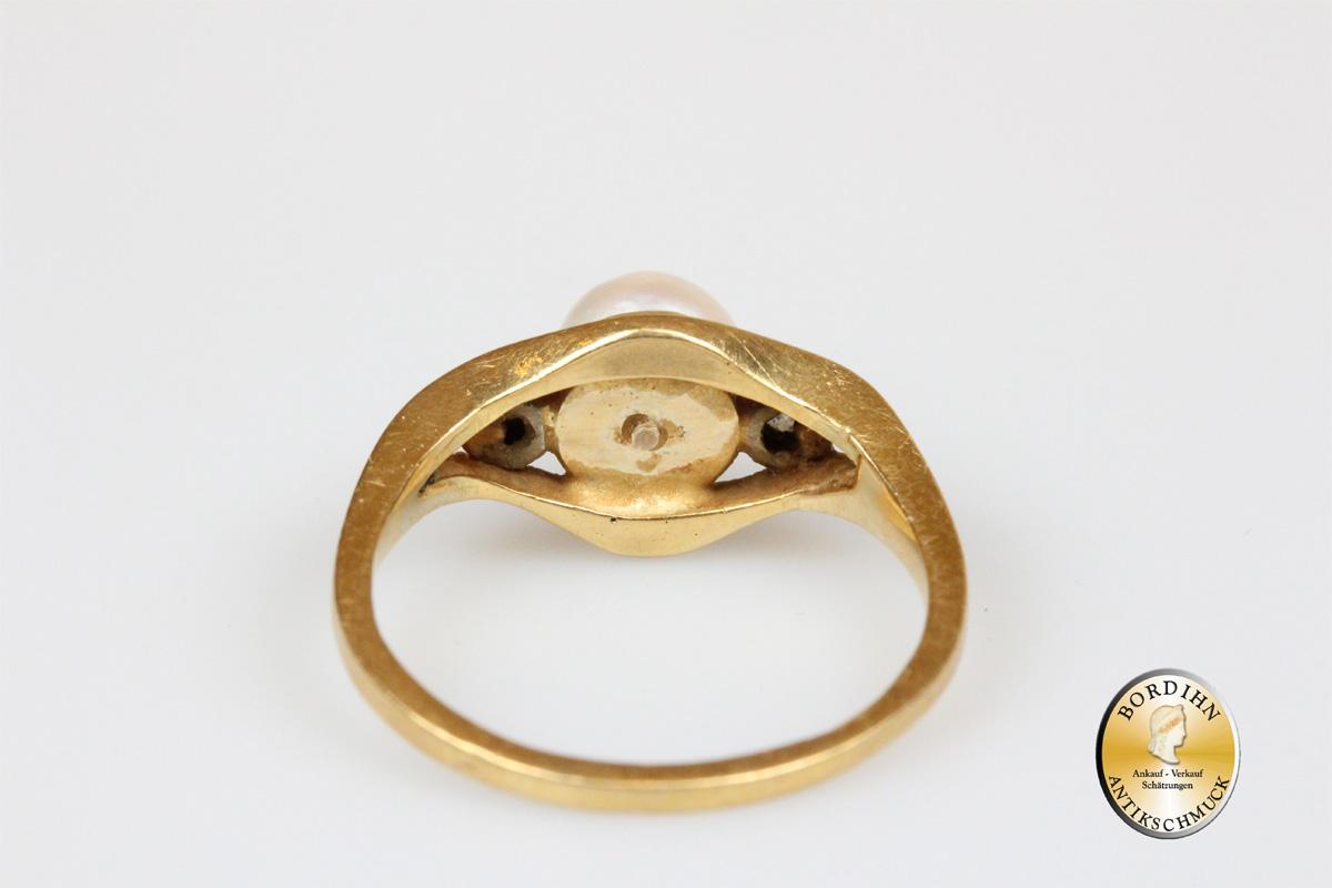 Ring; 18 Karat Gold 2 Brillanten, 1 Perle