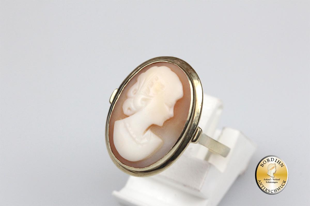 Ring; 8 Karat Gold mit Gemme