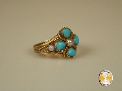 Ring; 14 Karat Gold mit Türkis und drei Perlchen, um 1900