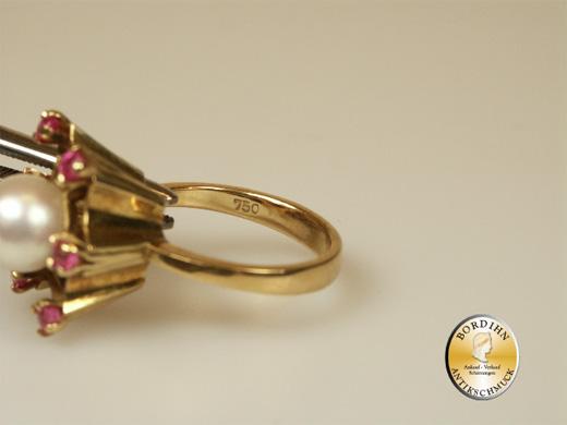 Ring; 18 Karat Gold mit Rubin und Perle, um 1980