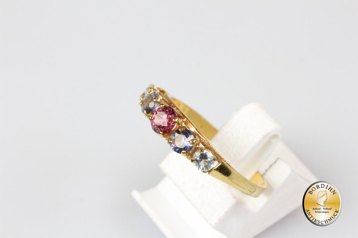 Ring; 8 Karat Gold mit Farbsteinen