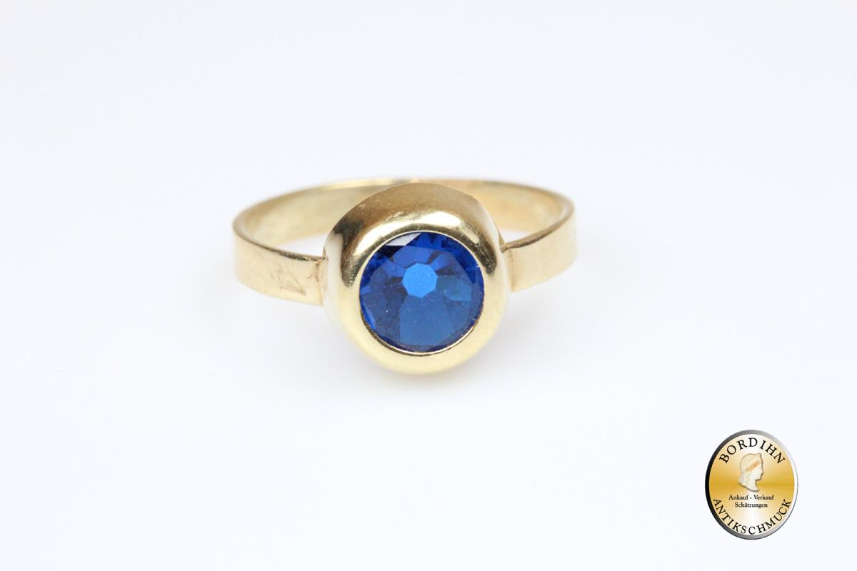 Ring; 18 Karat Gold mit blauem Stein