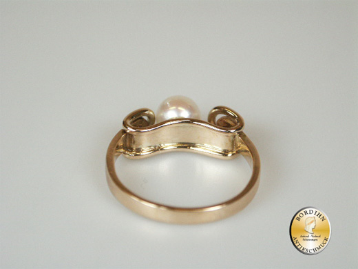Ring; 14 Karat Gold, 1 Perle, 2 Diamanten, antik