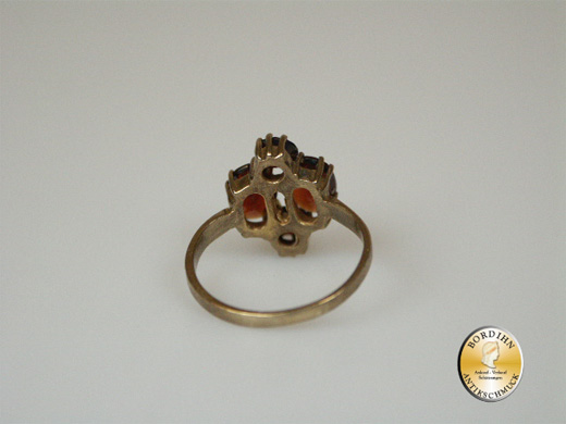 Ring; 8 Karat Gold, Granat