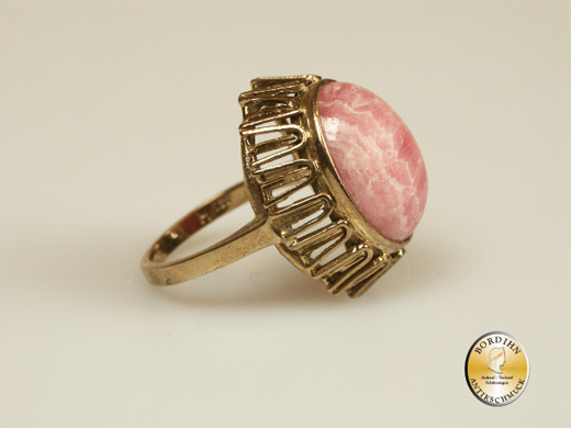 Ring; 8 Karat Gold, Gelbgold, Rhodochrosit, um 1980